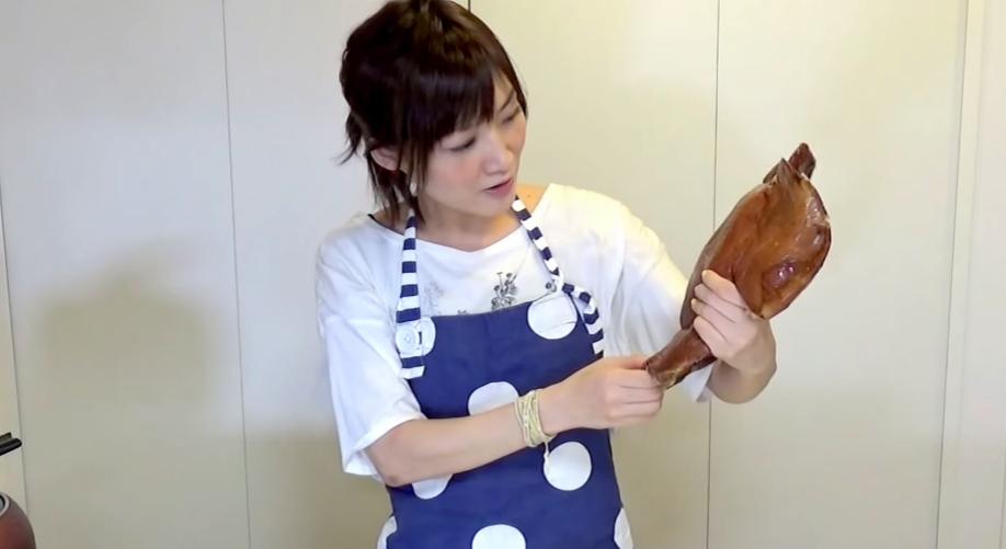 【チラガー】大食い美女YouTuber「木下ゆうか」、豚の顔面を喰う。