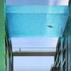 【狂気速報】全面ガラス張り、空中に浮かぶ狂気の透明プールが建設予定の巻・・・