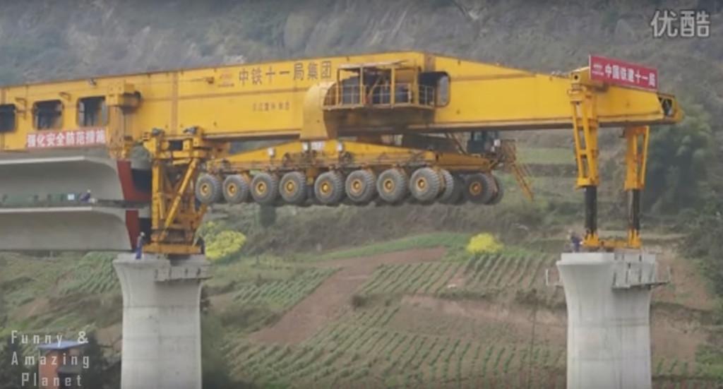 【巨大マシーン】のび〜る、つきすす〜む!!高架橋を作るマシーンがデカいなんてもんじゃないぞ!!