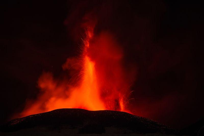 """2015年12月4日、イタリア・シチリア島の """"エトナ山"""" でここ20年間で最大規模といわれる火山噴火が起こった"""
