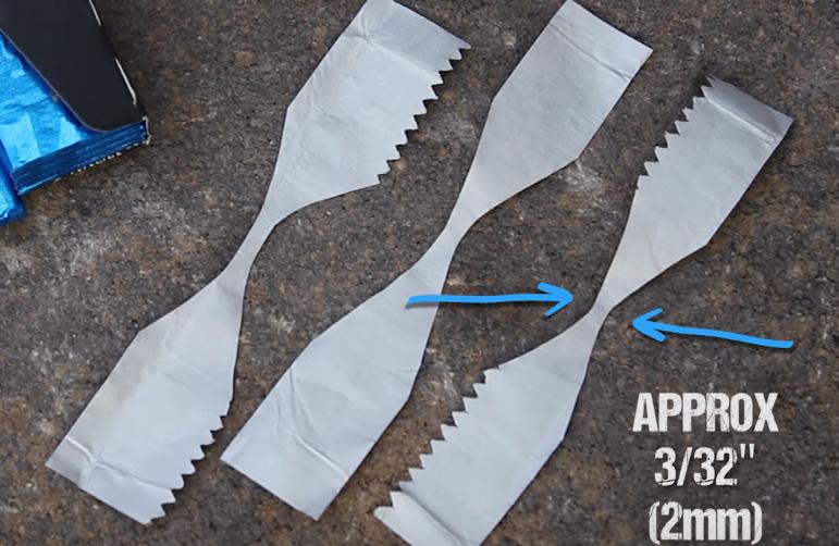 【ライフハック】乾電池とガムの包み紙で火をおこす、超簡単な方法