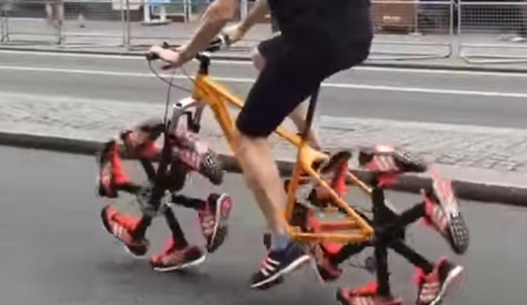自転車のタイヤかと思ったら、靴だった・・・
