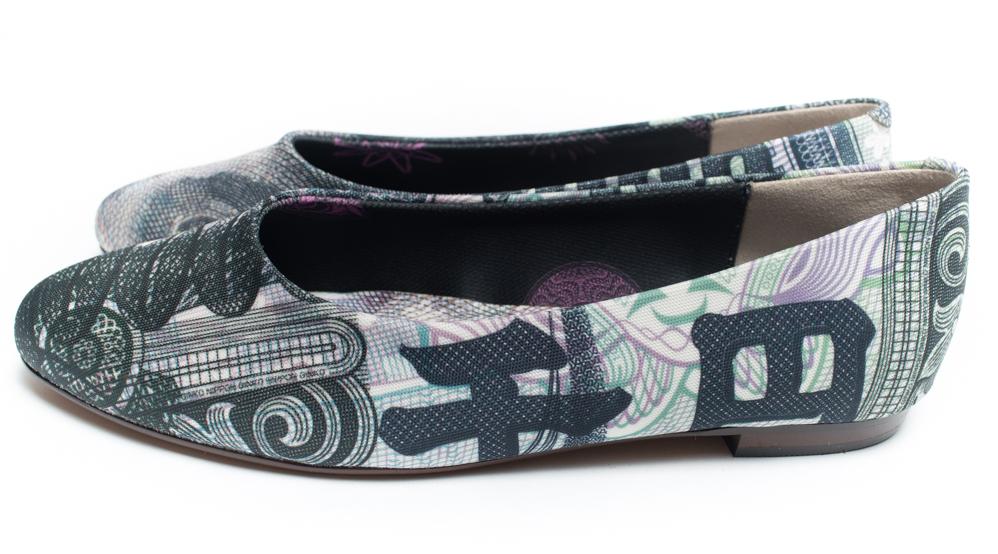 どう考えても1000円の靴だと思ったのに、ぜんぜん1000円じゃなかった・・・