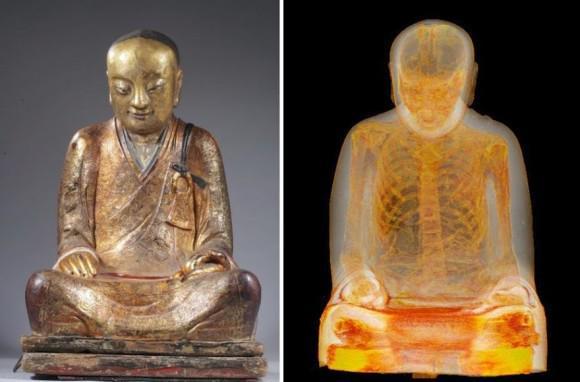 1000年前の仏像 中に人
